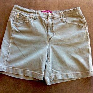 💜 3 for $15. Gloria Vanderbilt shorts